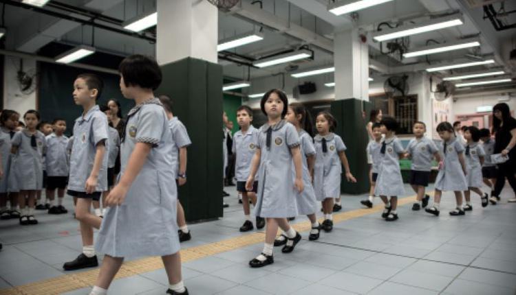 课业繁重的小学生