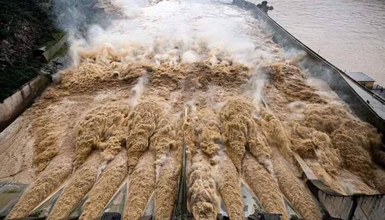 三门峡水库将26个泄水孔洞全部紧急打开泄洪