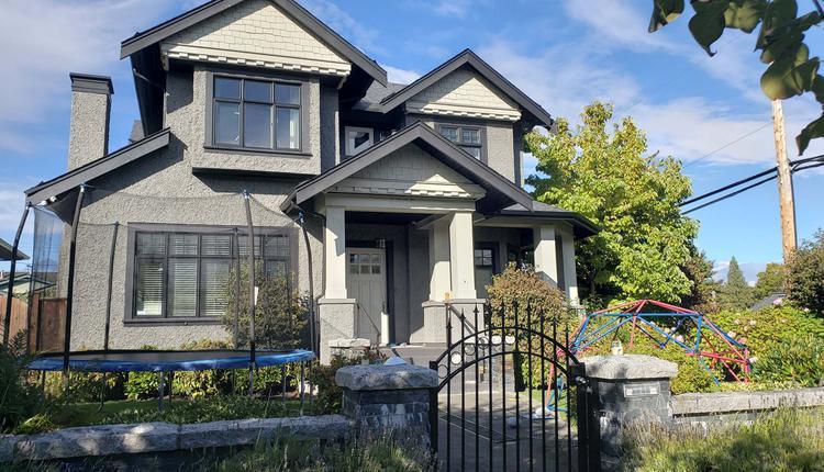 孟晚舟位于温哥华西28街的房子有人居住着
