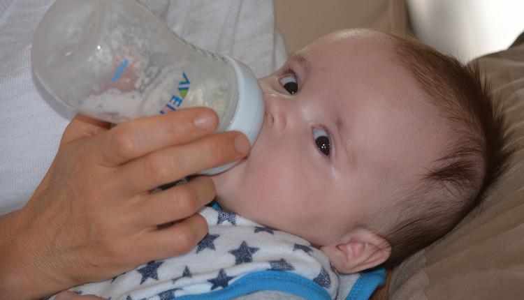 婴儿,婴儿喝奶
